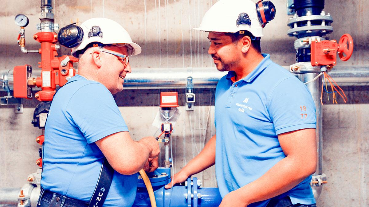 Elektrikar i arbeid